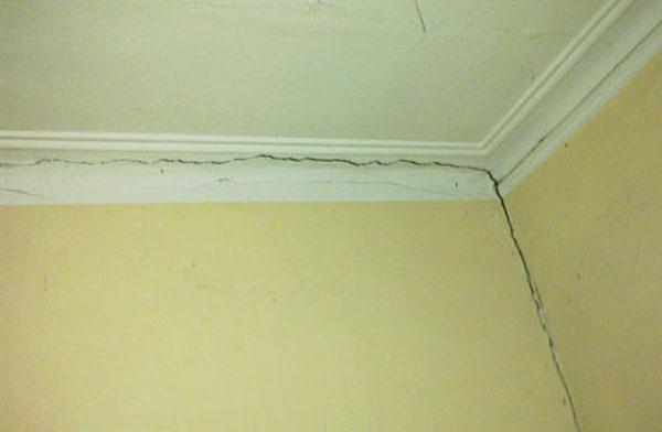 Nguyên nhân và cách xử lý tường bị nứt